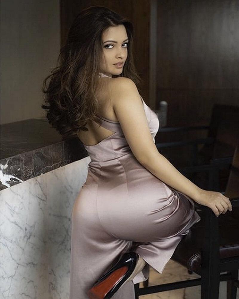 Bollywood Bold sexy actress Riya hot Extremely fit and bold at age of 40