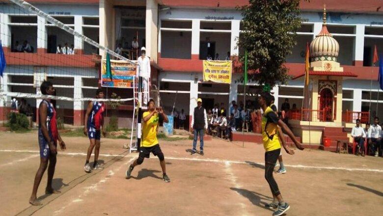 बांदा के बजरंग कालेज में खिलाड़ियों के बीच जोरदार मुकाबला