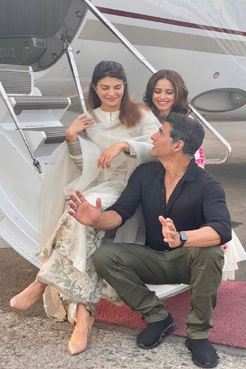 Akshay Kumar reached Lucknow, along with Jacqueline and Nusrat