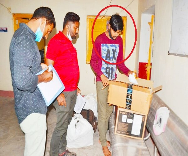 Breaking : youth who fled after stealing singer Amit Kumar's house in Mumbai was arrested in Banda, Mumbai police arrived