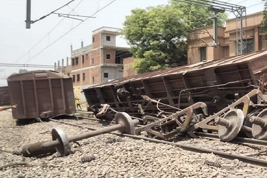 Two coaches of train derailed in Kanpur-one overturned, railway traffic stalled