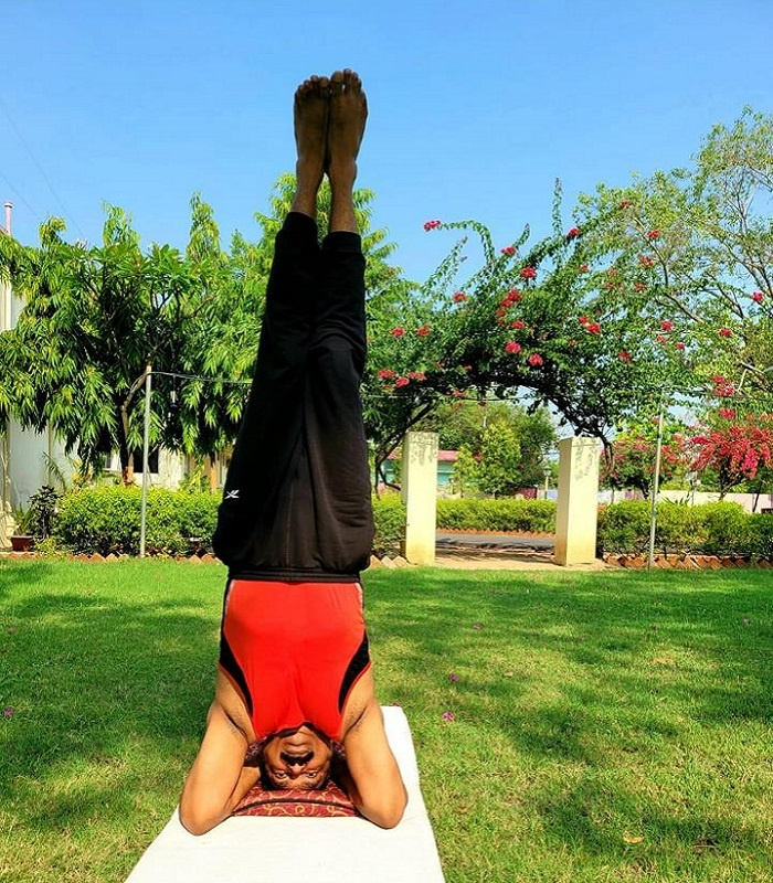 Banda DM Anand Singh and wife said, Yoga is a priceless gift of Indian ancient tradition, definitely do it..