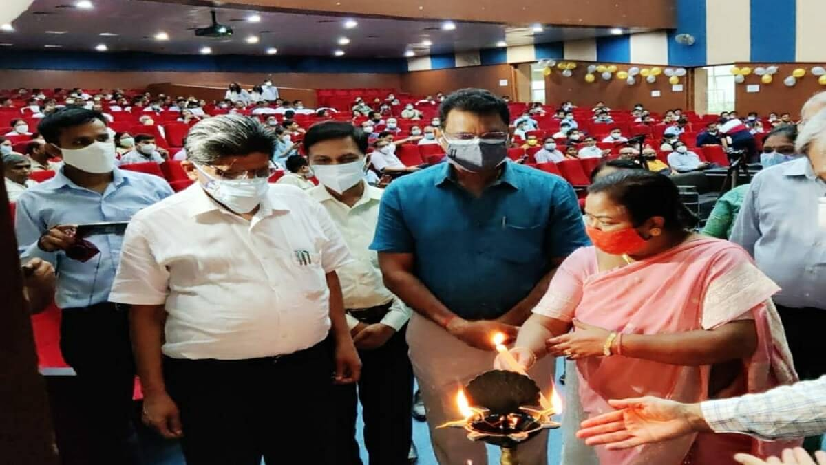 Doctor's Day : Program in Banda Medical College, doctors honored by guests