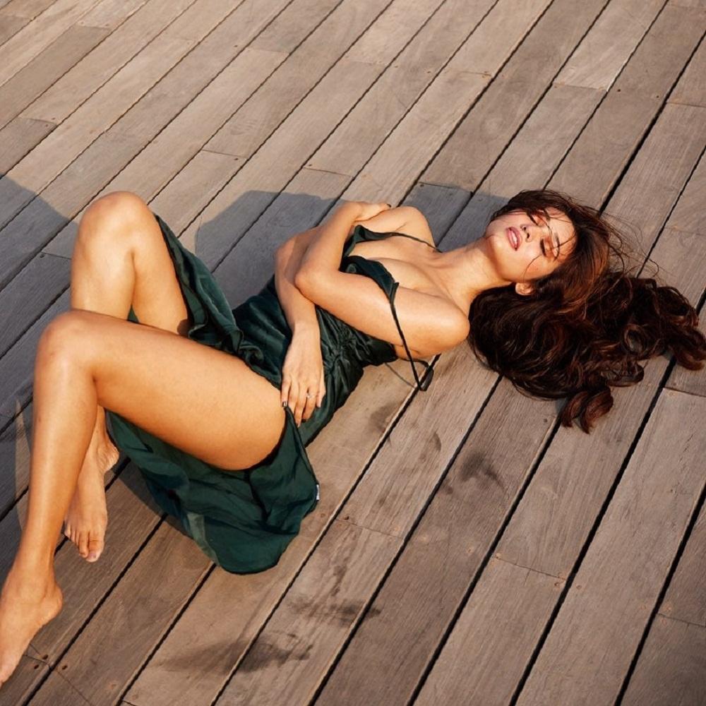 Bold photos of actress Akanksha rocked social media